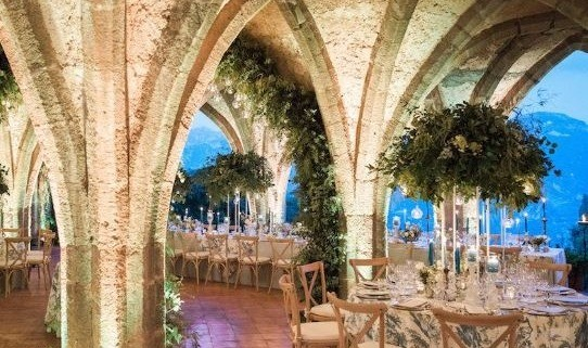 Getting creative with tablecloths: the new trend for your wedding in Tuscany